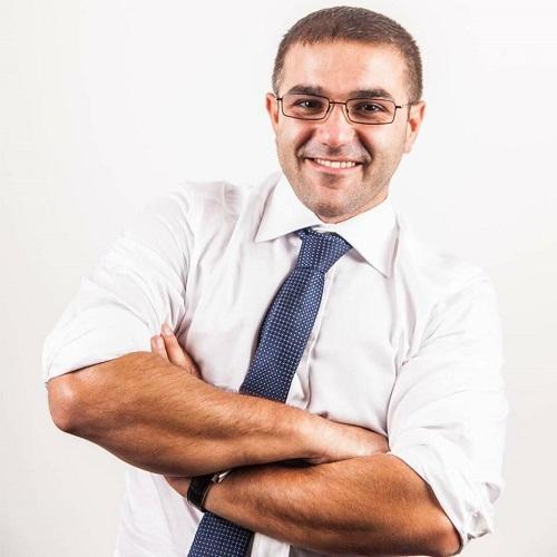 il titolare di VF2 serramenti Luigi Amato