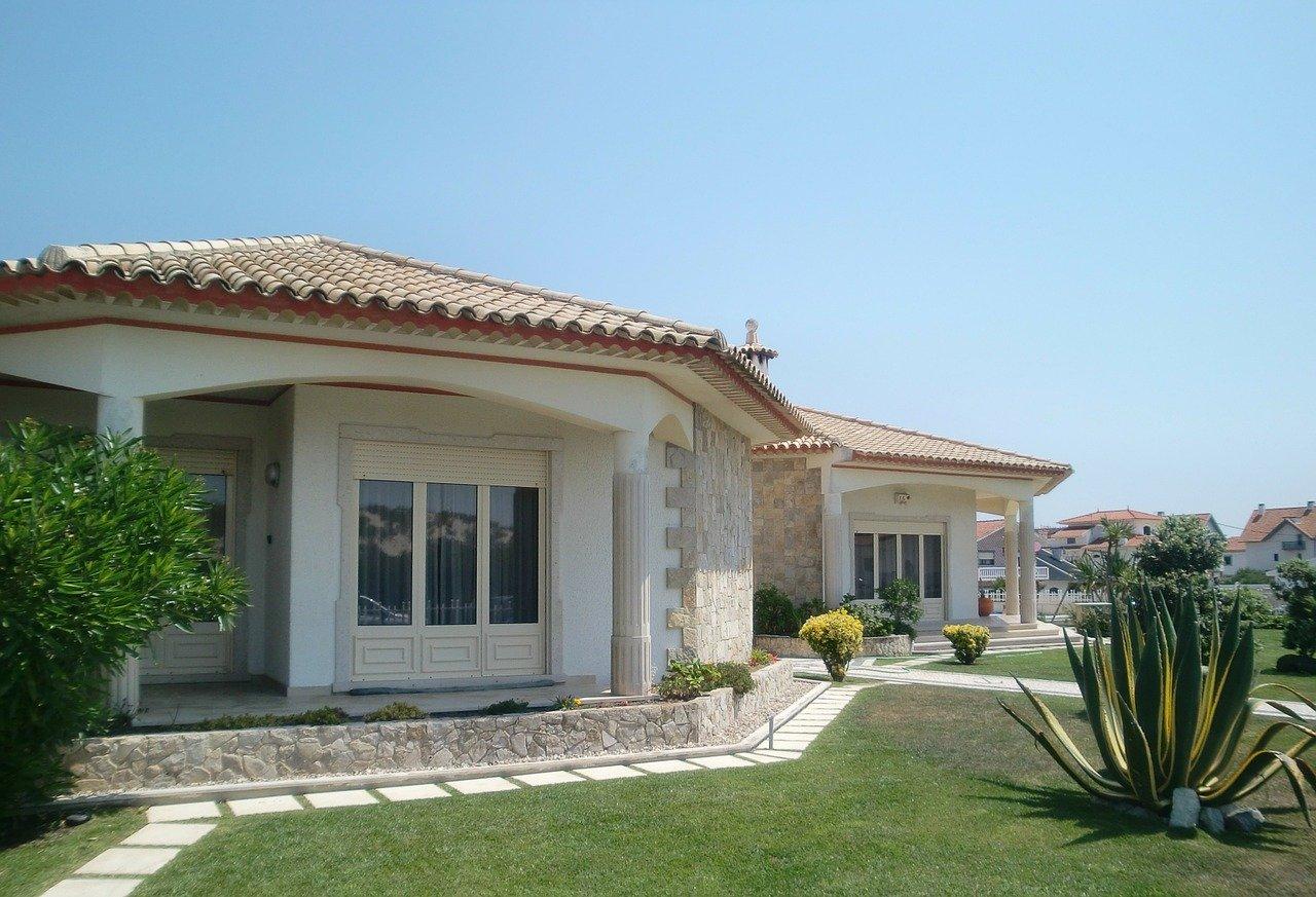 villa-194671_1280